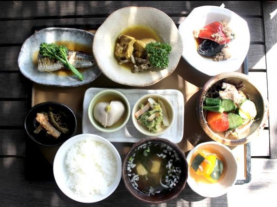 栄養バランスのとれた食事-画像